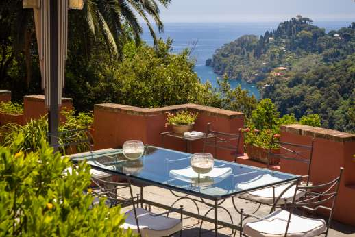 Villa Paraggi - Outdoor shaded eating area