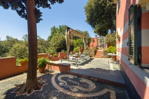 Villa Paraggi - Huge terrace surrounding the villa