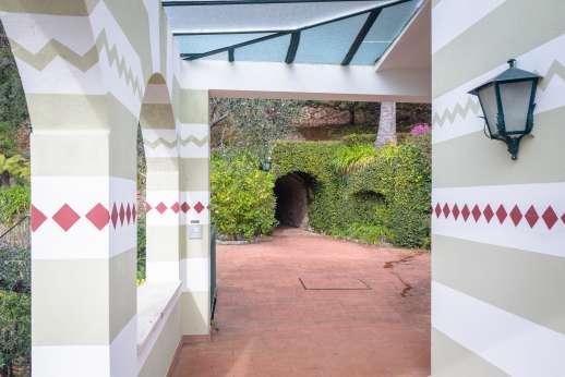 Villa Paraggi - Terrace and tunnel to the villa