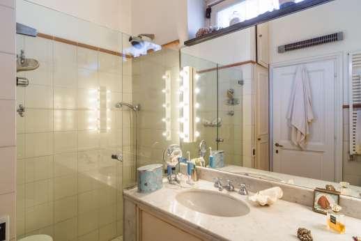 Villa Paraggi - Ensuite bathroom