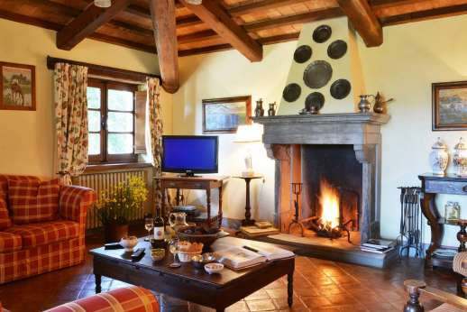 Poggitello - Upper ground floor, large room with kitchen, sitting, dining area and a working fireplace.