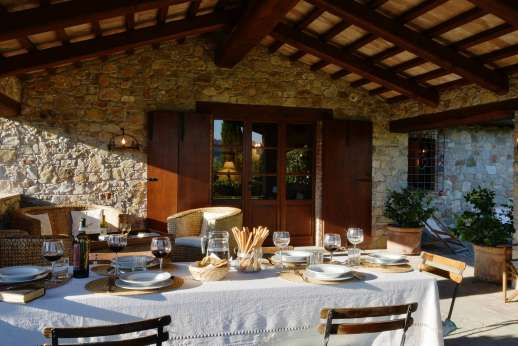 Poggitello - The spacious loggia furnished for relaxing and dining al fresco.