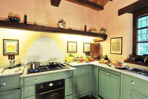 Poggitello - The well equipped kitchen to prepare your Italian lunches and dinners.
