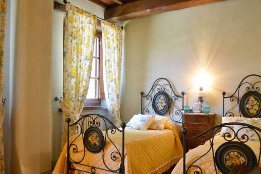 Poggitello - Twin bedroom. All bedrooms are located on the lower ground floor, each with a modern en suite bathroom.