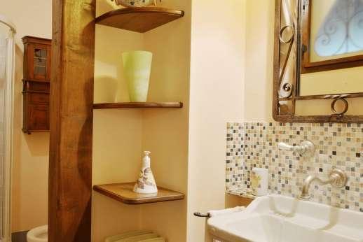 Poggitello - En suite bathroom.