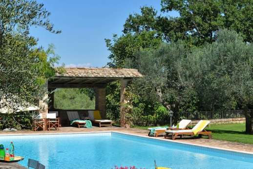 Podere Santa Giulia  - The private swimming pool, 8.5 x 13.5 meters/ 27 x 43 feet.