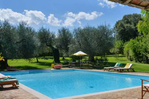 Podere Santa Giulia  - Immaculate boarders surround the garden with extensive lush green lawns and olive trees.