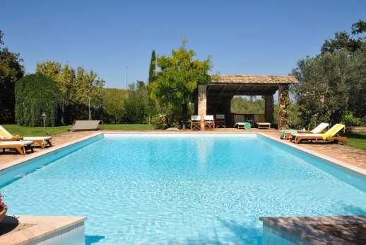 Podere Santa Giulia  - The large pool perfectly refreshing during the hot summer months.