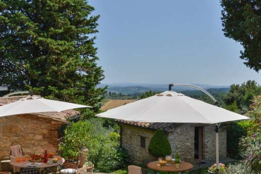 Podere Santa Giulia  - The smaller of the two guest house; with a twin bedroom and bathroom.