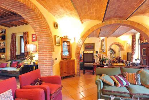 Podere Santa Giulia  - Beautiful vaulted ceilings in the ground floor main house.