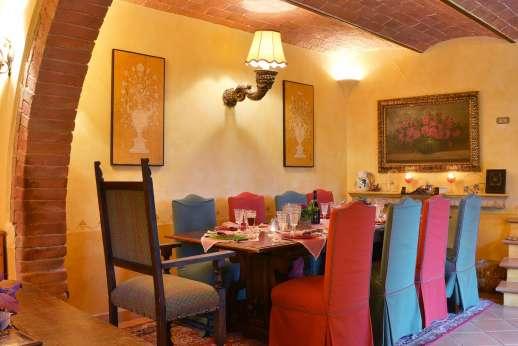 Podere Santa Giulia  - Large dining area.