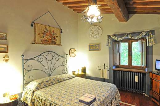Podere Santa Giulia  - Another of the double bedrooms also with en suite bathroom.