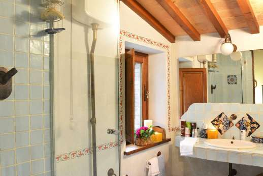 Podere Santa Giulia  - En suite bathroom.
