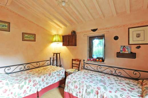 Podere Santa Giulia  - A small guest house with twin bedroom.