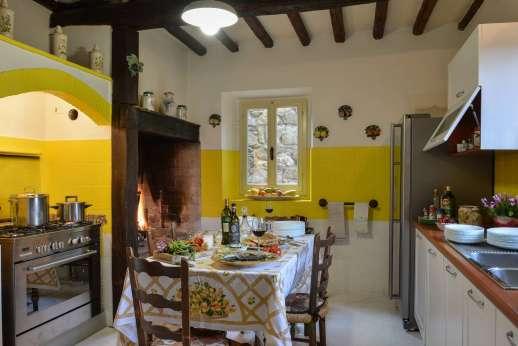 Tenuta il Poggio - The well-equipped kitchen.