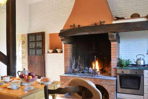Tenuta il Poggio - Another view of the kitchen.