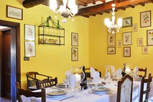 Tenuta il Poggio - The dining room.