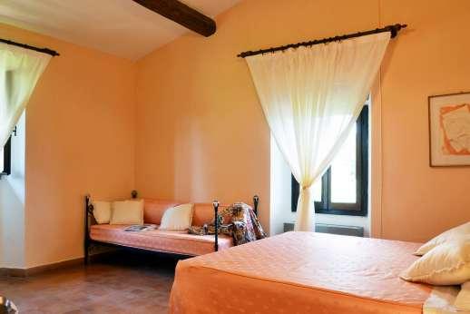 Tenuta il Poggio - Another view of the double bedroom