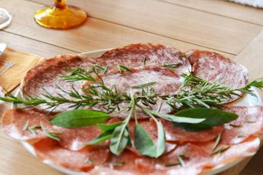 Tenuta il Poggio - Classic Italian pizza.
