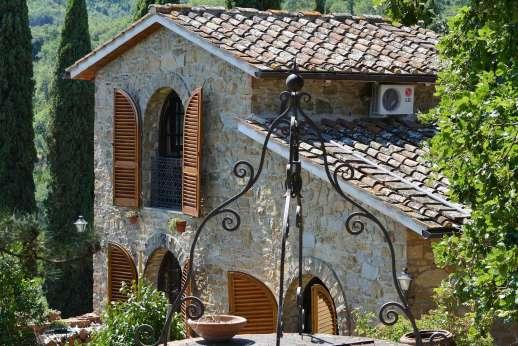 Tenuta il Poggio - Tenuta Il Poggio in the little hamlet of Rendola, among the lovely rolling hills for which Tuscany is famous.