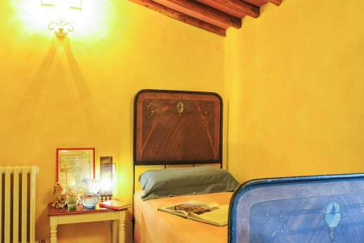 Villa Ambra - The single bedroom with en suite bathroom.