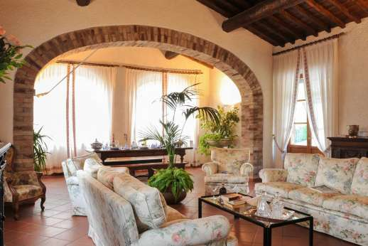 Villa Le Focaie - Full view of the spacious air conditioned living dining room.