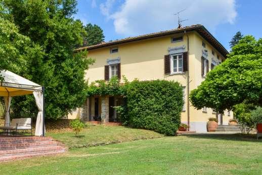 Villa Poggio ai Cipressi - Superbly maintained garden with plenty of shade.