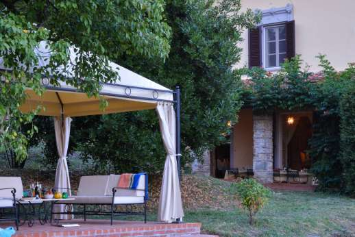 Villa Poggio ai Cipressi - The house is surrounded by lush greenery in the grounds.