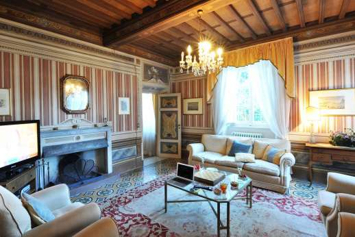 Villa Poggio ai Cipressi - Stunning frescoed period villa with fantastic views within walking distance to a small village in the hills near to Lucca. Beautiful  garden, private pool