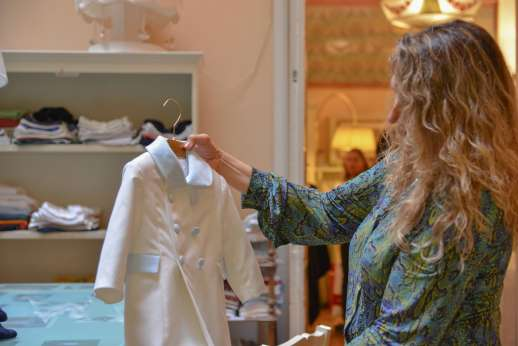 The Artisans of Florence - A woman discovering different pieces of clothing 'made in Italy'