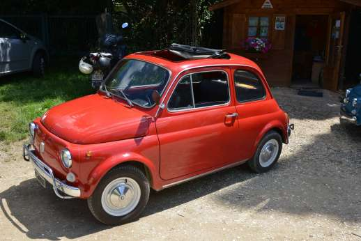 Fiat 500 Tour - A classic red Fiat 500.