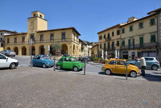Fiat 500 Tour - Three classic Fiat 500s parked in a town centre attract a photographer