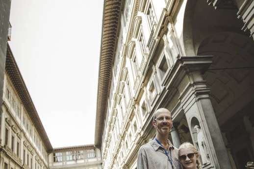 Uffizi & Florentine Squares - A pause in the courtyard between palace's two wings with view toward the Arno