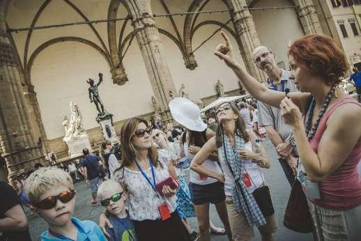 Uffizi & Florentine Squares - Families on a Uffizi Gallery tour visiting Piazza della Signoria