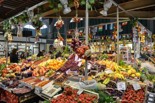 Florence Market Tour - An Italian food market with fruits, vegetables and wine for sale.