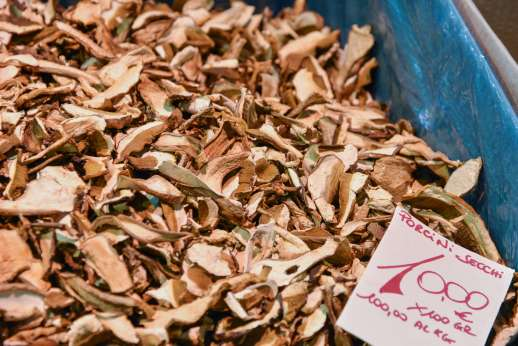 Florence Market Tour - A box full of porcini dried mushrooms for sale