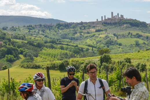 San Gimignano By Bike - Group of cyclists in San Gimignano