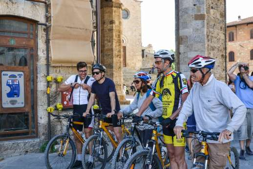 San Gimignano By Bike - Group of cyclists in a village in San Gimignano