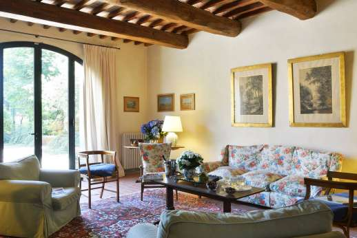 Podere San Carlo - Sitting room with TV Satellite TV [No Sky channels].