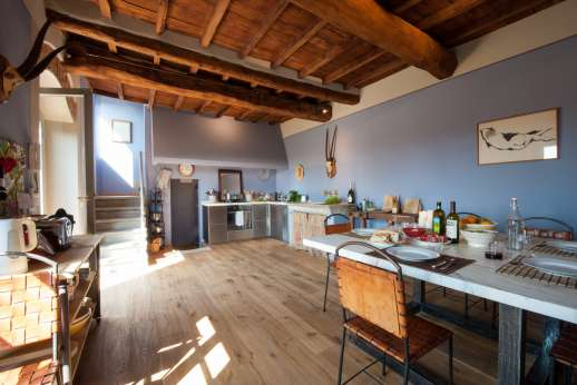 Il Nido del Picchio - Kitchen with open space dining area