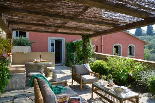 Il Nido del Picchio - A paved shaded terrace furnished for al fresco dining accessible from the kitchen