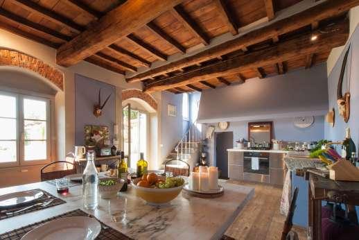 Il Nido del Picchio - Dining table in the kitchen