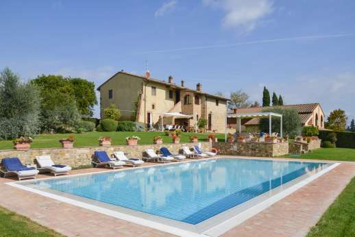 San Leolino (x 12 people) with Staff and Cook - The pool ideal for a refreshing swim.
