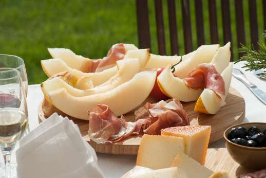 San Leolino (x 12 people) with Staff and Cook - Melon and prosciutto a traditional Italian dish