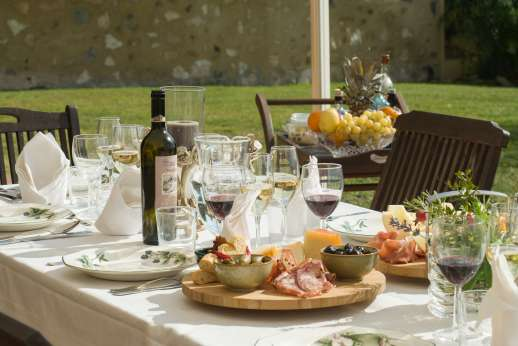 San Leolino (x 12 people) with Staff and Cook - Dine with style outdoors