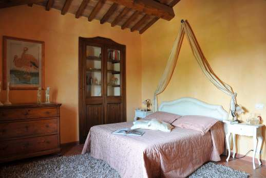 San Leolino (x 12 people) with Staff and Cook - First floor air conditioned double bedroom.