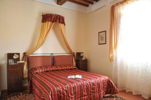 San Leolino (x 12 people) with Staff and Cook - Air conditioned double bedroom, ground floor with shared bathroom.