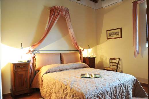 San Leolino (x 12 people) with Staff and Cook - Ground floor double bedroom with en suite bathroom, all bedrooms at San Leolino are air conditioned.