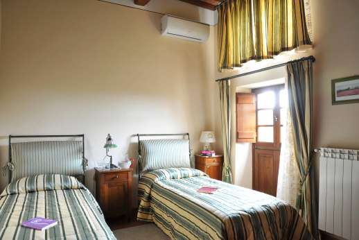 San Leolino (x 12 people) with Staff and Cook - Ground floor twin bedroom, which shares a bathroom with one of the double bedrooms.