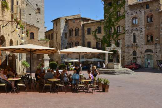 San Leolino (x 12 people) with Staff and Cook - Streets and coffee shop in San Gimignano